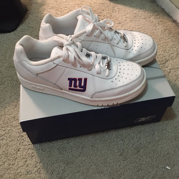 06760e9e08f Reebok New York Giants logo sneakers. M 56662bd92ba50a359601da94