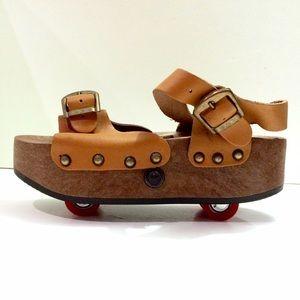 Roller skate vintage sandals with wheels