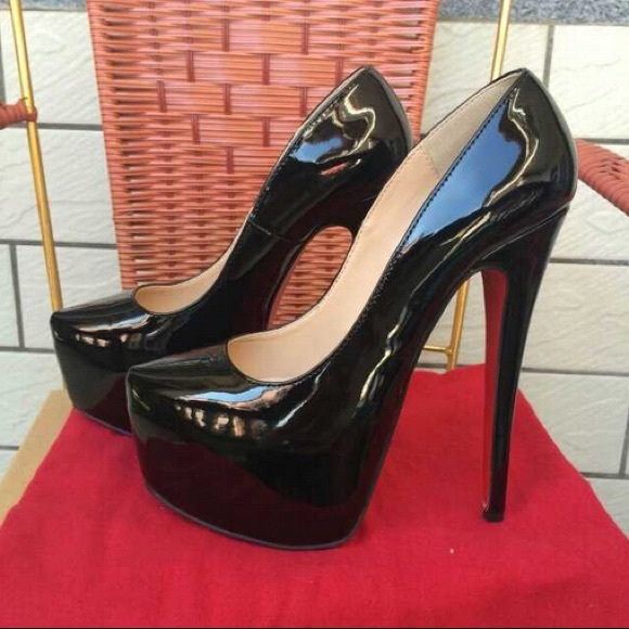a163a65513 Christian Louboutin Shoes - Christian louboutin daffodile 160 black pumps