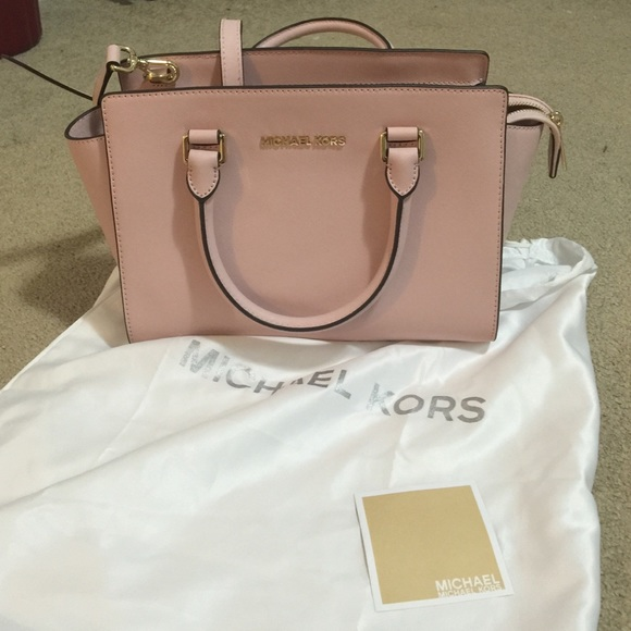 6d8c3234388b Michael kors medium Selma. Light pink. M 56667eb813302a79b3021641