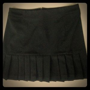 Nice black HYBRID skirt with pleat detail!!