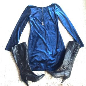 Dresses & Skirts - Beautiful Velvet Body Con Dress