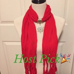 🎉HP🎉NWT-Gorgeous Red Snowflake Holiday Scarf❄️🎁