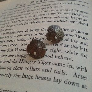 Jewelry - Silver sand dollar earrings