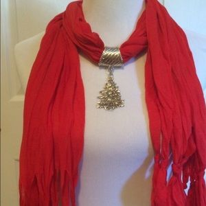 🎁🎄NWT-Gorgeous Red Holiday Scarf with Tree🎄🎁