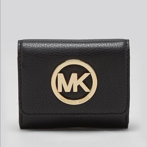 dfa27270d1e34 M 56677d8d4e8d17f87d004172. Other Accessories you may like. Michael Kors  coin purse key chain