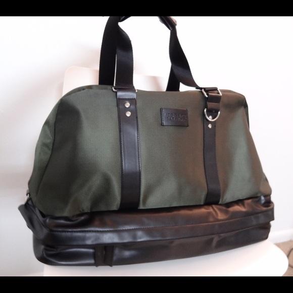 Versace Weekender Duffle Bag. M 5667b83fb5643ec188029458 7310f50d35