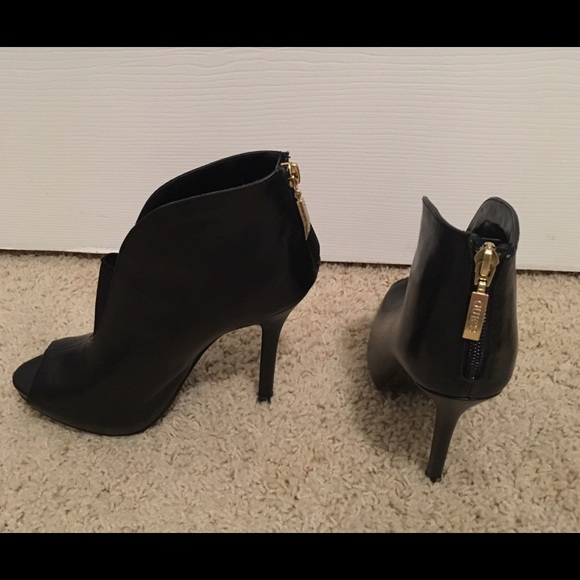 550000b7992 Guess Ankle Boot Stilettos!! Size 6M!! Like new!