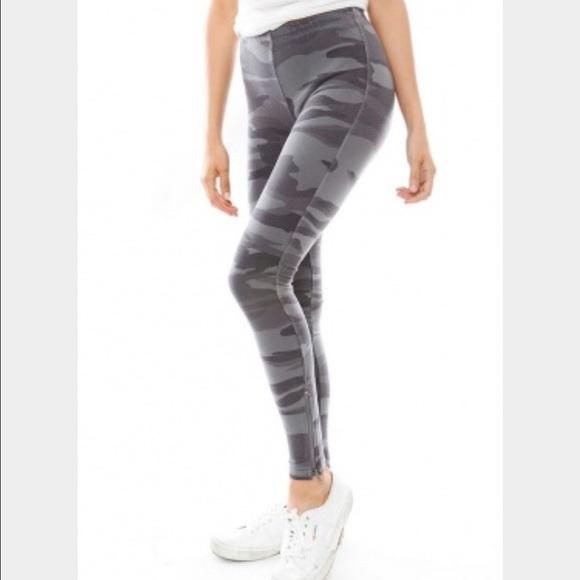 3c9d92527721e Splendid Pants | Gray Camouflage Leggings M | Poshmark