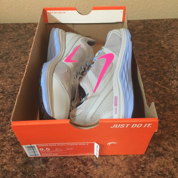 f9a2830ae6e8 NEW in box Nike Dual Fusion 3 Running Shoes