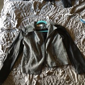Jacket with a cute pattern and leather sleeves