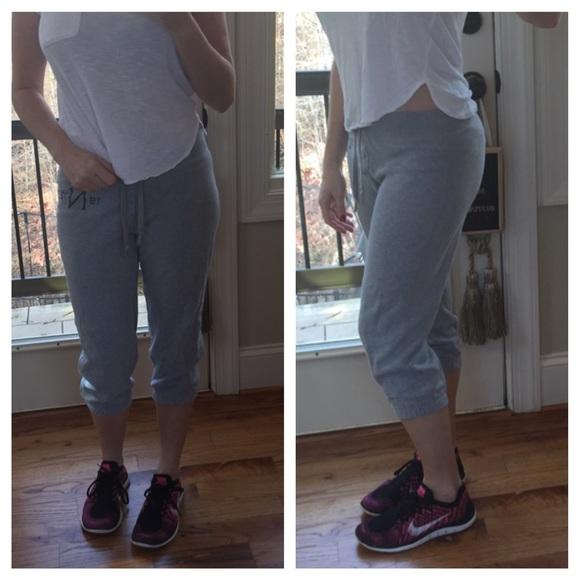 b0e2c8547beb Nike gray cropped sweat pants size medium. M 566861b6b4188ebc3302c2cb