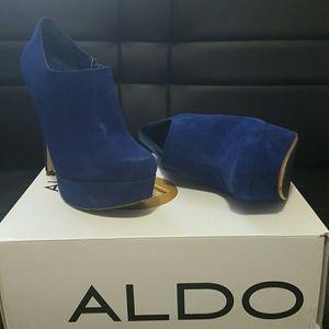 ALDO Hoots blue suede booties, sz 38