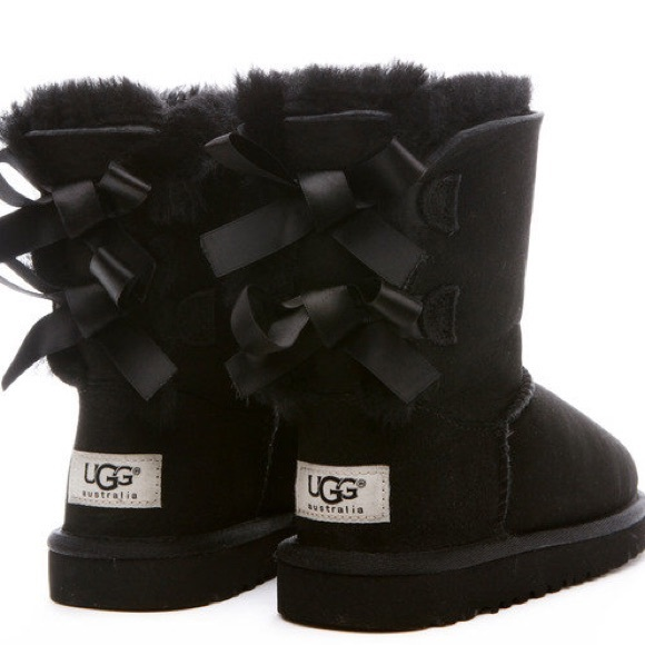 Perfect black bow uggs!