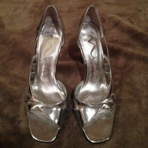 Nina Shoes - Silver heels. Like new, worn once. Holiday shoes!
