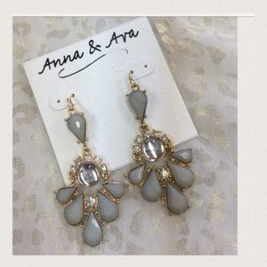 Jewelry - 🆕 Listing Stunning Gray Crystal Earrings