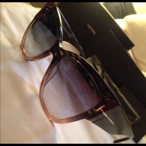 *FINAL SALE* Tom Ford sunglasses. AMAZING DEAL