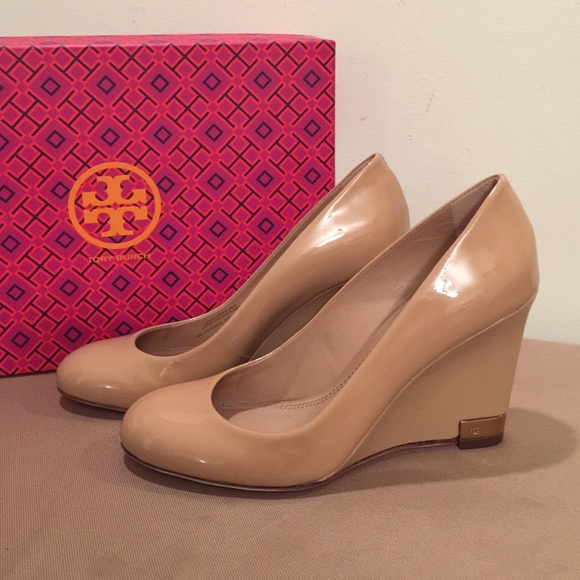 15a2674514fe3 Tory Burch Astoria Patent Wedge