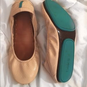 Tieks size 7- nude patent leather