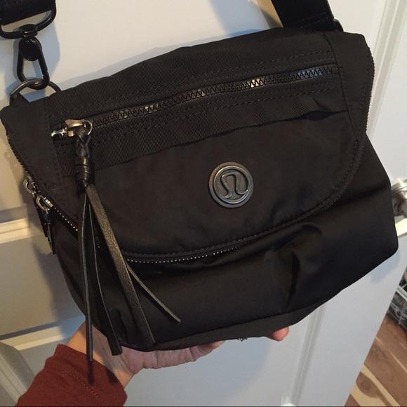 94b9f1204752 lululemon athletica Handbags - GUC Lululemon Festival Bag in black