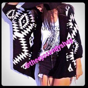 Sweaters - ⚡️Flash Sale⚡️ Aztec Cardi ✨Only 2 Left 1S 1M✨