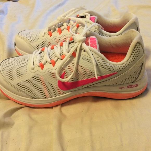 eff69795385a9b Fitsole Nike white neon shoes