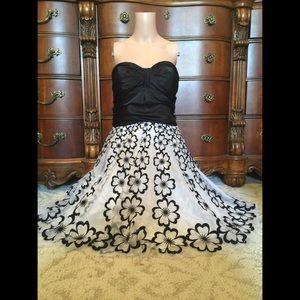 SALE!!!🎉🎉🎉Strapless, black & white dress