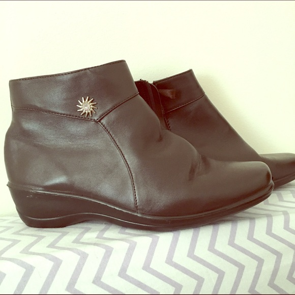 sag harbor boots brown from c s closet on poshmark
