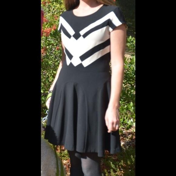 Diane von Furstenberg Dresses & Skirts - Diane von Furstenberg Holiday Black & Cream Dress