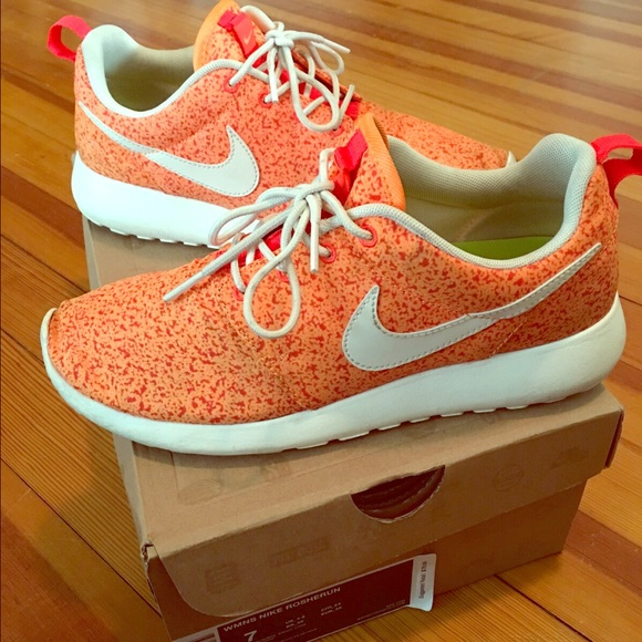 pujmwu 50% off Nike Shoes - ❌SOLD❌ Nike Roshe Run Orange Speckle size 7