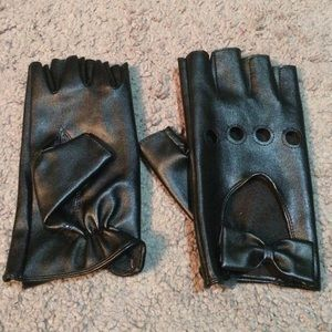 Faux leather driving gloves with bows