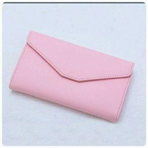 Handbags - 🔴SOLD🔴Versatile Passport Holder