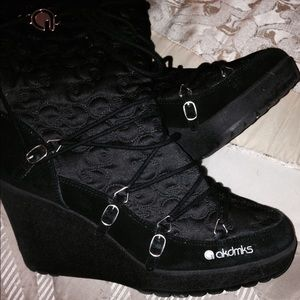 Akademiks Boots with the fur
