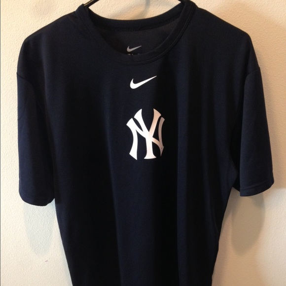04f857586ebec4 💥SALE💥Men s Nike New York Yankees Dri-FIT shirt.  M 566e334fc6c7952e3400e736