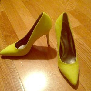 Ann Taylor bright yellow suede pumps (brand new)