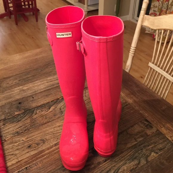 Hunter Boots - SOLD...Hot pink rain boots from Frostycone's closet ...