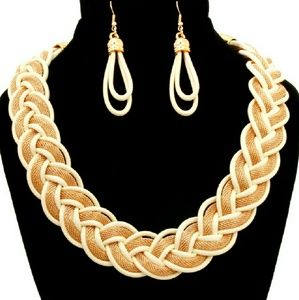 📚 Twisted Chain Necklace Set - Cream