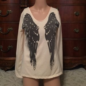 Tops - SALE!!!🎉🎉🎉Angle winged shirt