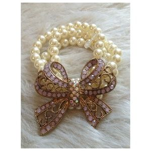 Accessories - Vintage Victorian Bow pearled Bracelet