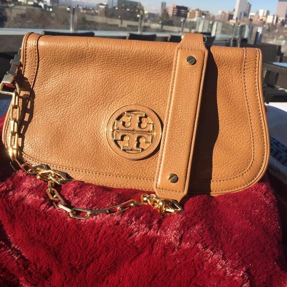 76399ee8eac Tory Burch Camel color and gold purse. M 566f7da6d3a2a7ff4b06e394