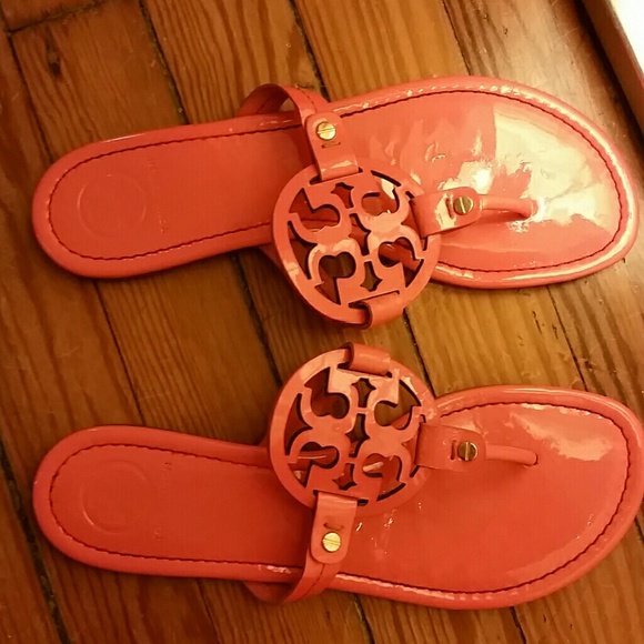 386878c839af74 Tory Burch Shoes - Tory Burch patent leather Miller flip flop