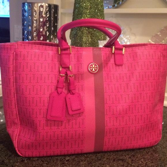 da054d153b3 Hot pink Tory Burch tote. M_56701adbea99a6bf0807863b