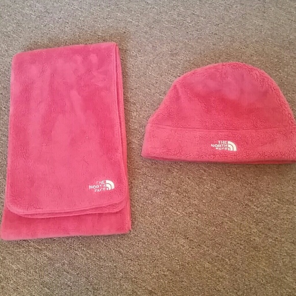 14f08e47d The north face hat & scarf set