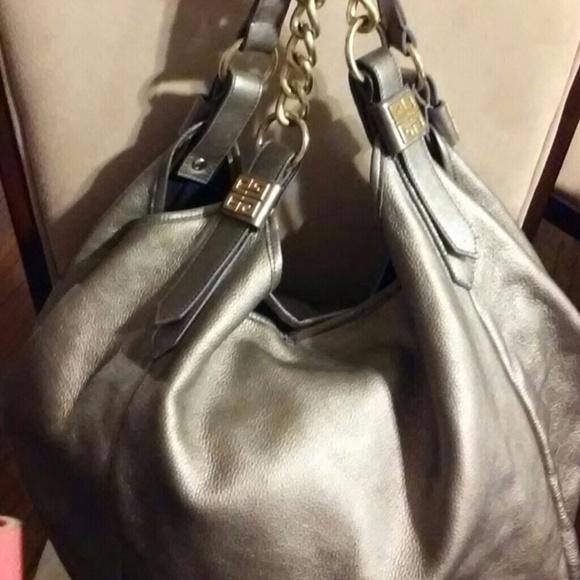 Givenchy Handbags - Givenchy Sacca Chain Sac 32cbd7eef16f0