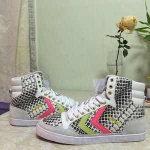 Kurt Geiger Shoes - ✨Rare✨ Kurt Geiger sneakers