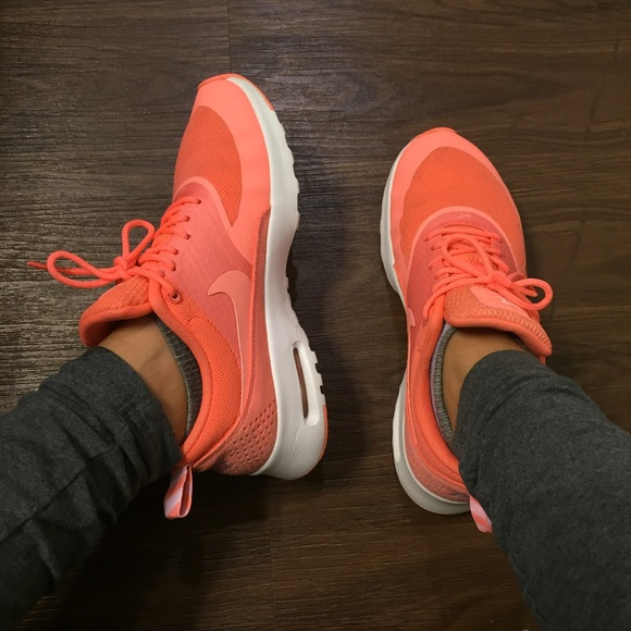 NIKE AIR MAX THEA •6.5 BUT FIT LIKE A 6