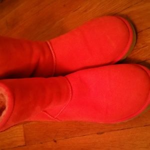 *******SOLD*****Uggs in a vibrant watermelon color