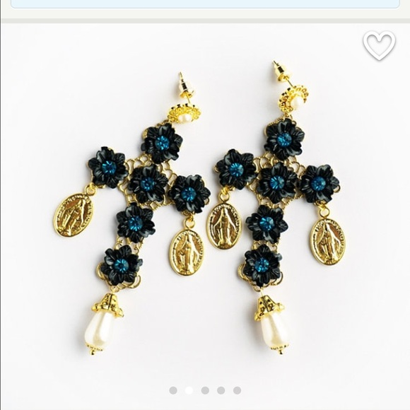 dolce key gabbana and earrings