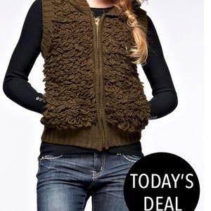 Jackets & Blazers - Olive 3d like sweater vest. 🎉Sweater HP 12/30🎉