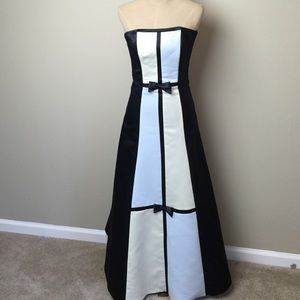 Jessica McClintock Dresses & Skirts - Fabulous strapless  gown by Jessica McClintock